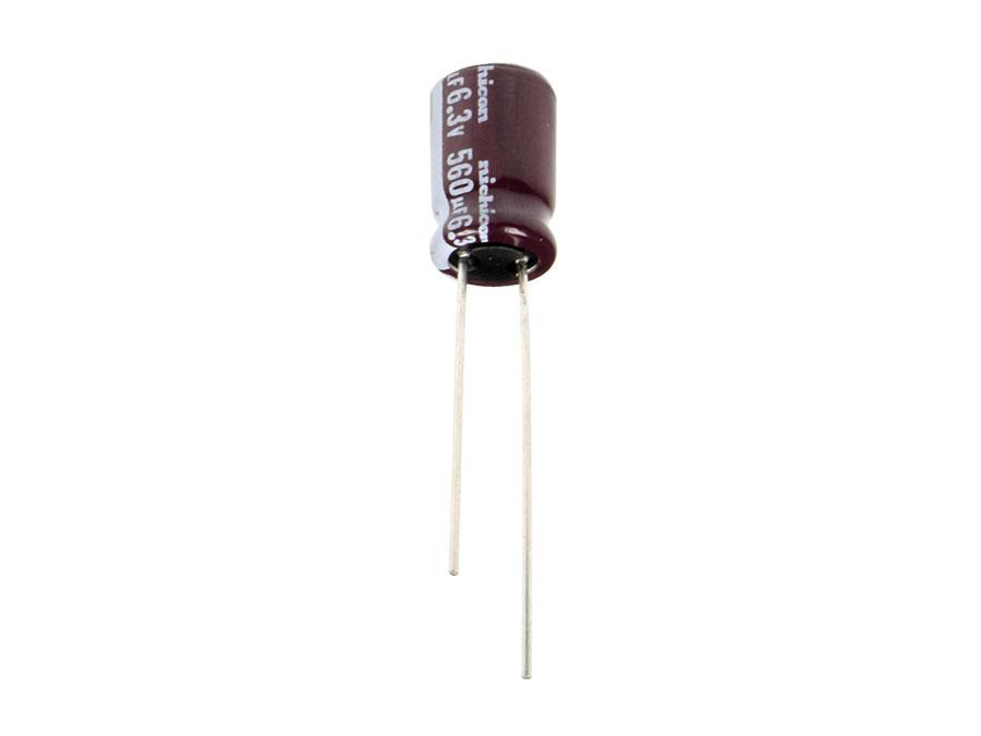 NICHICON - Condensador Electrolítico Radial 560UF/6,3V 105ºC R-3,5 - UPW0J561MPD
