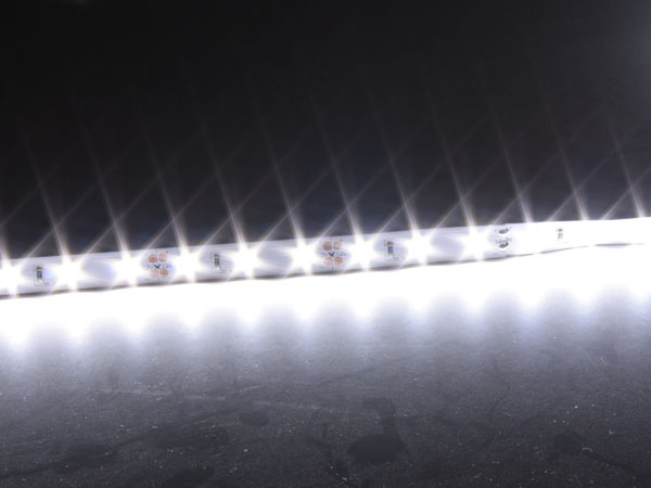 Epistar - Roll of Self-Adhesive cool White LED Strip - 300 2835 LEDs per Roll - IP20 - 5 m - MJ-PW2835BF30-F12W10